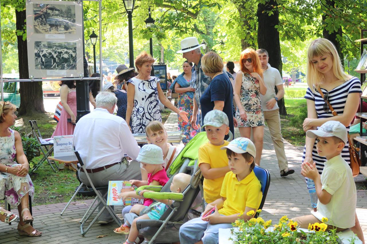 Дети с удовольствием слушали стихи Нины Саранчи